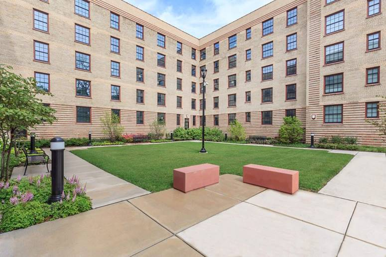 This 5 Story Walk Up, Previously Known As The Michigan Boulevard Garden  Apartments, Has Been Transformed Since The Closing In December Of 2014.